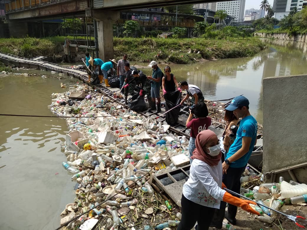 MALAYSIAN SOCIAL MEDIA INFLUENCERS TAKING ACTIONS FOR GOMBAK RIVER